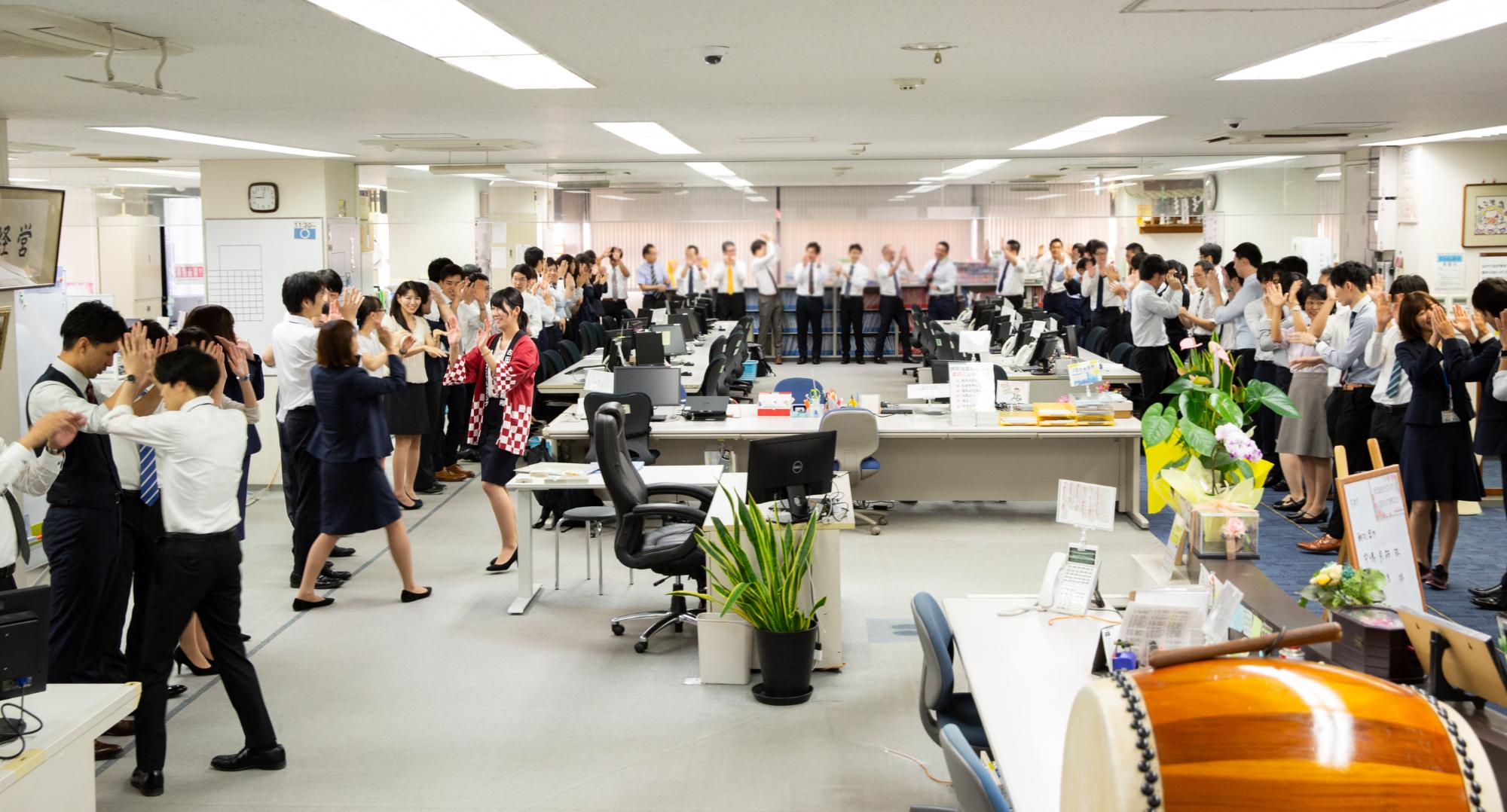これからも社員やお客様の幸せのためにそして日本の中小企業を元気にするために歩んでいく